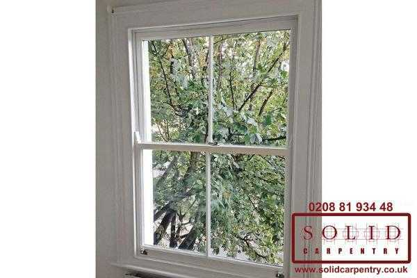 sash window with glazeng bar